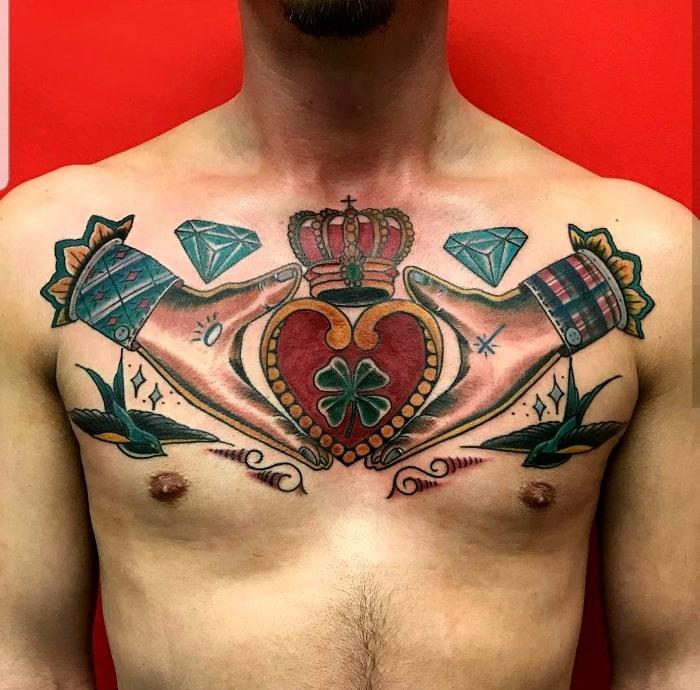 Corona manos corazón