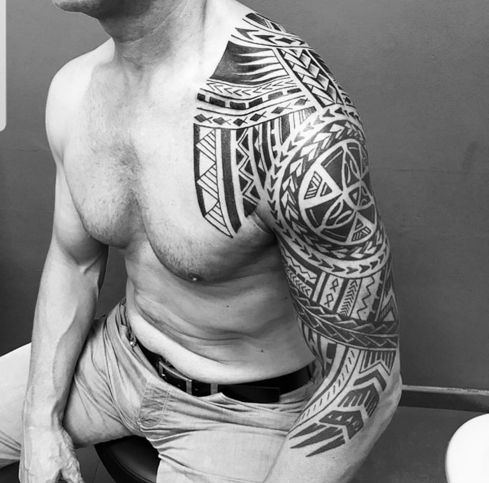 Maorí brazo pecho